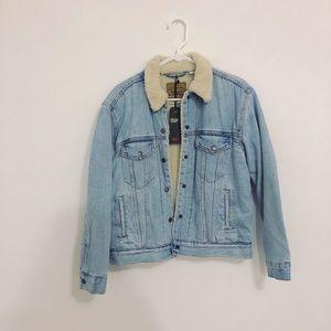 NWT $128 Levi Sherpa Lined Denim Jacket